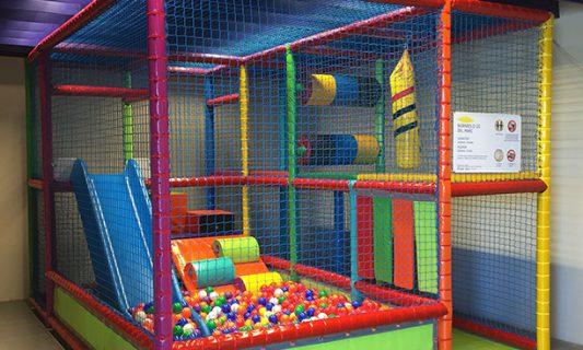 limpieza de parques infantiles y piscina de bolas